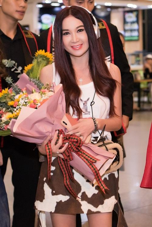 Tin tức giải trí mới nhất ngày 18/10: Á hậu Kiều Loan tự tin diện áo tắm ở Miss Grand International 2019 - Ảnh 3
