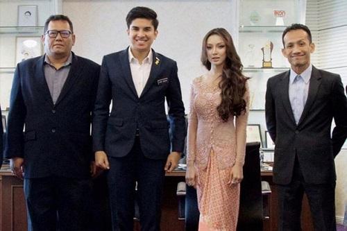 Mỹ nhân bí ẩn thu hút sự quan tâm khi xuất hiện bên cạnh bộ trưởng trẻ nhất Malaysia - Ảnh 1