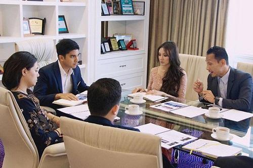 Mỹ nhân bí ẩn thu hút sự quan tâm khi xuất hiện bên cạnh bộ trưởng trẻ nhất Malaysia - Ảnh 2