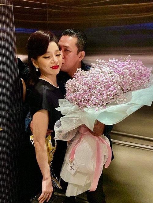 Tin tức giải trí mới nhất ngày 24/10: Lệ Quyên tình tứ bên chồng, Selena Gomez đáp trả anti-fan - Ảnh 1