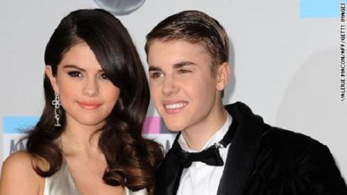 Tin tức giải trí mới nhất ngày 24/10: Lệ Quyên tình tứ bên chồng, Selena Gomez đáp trả anti-fan - Ảnh 3