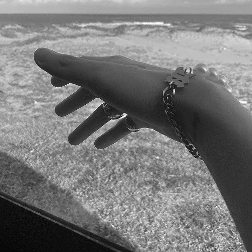 Sơn Tùng và Thiều Bảo Trâm lại mang vòng tay đôi, người hâm mộ mong chờ cái kết hạnh phúc - Ảnh 2