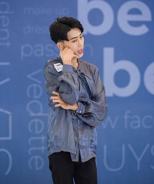 Thí sinh đánh ghen, quỳ rạp trước giám khảo trong vòng phỏng vấn Vietnam's Next Top Model 2019 - Ảnh 2