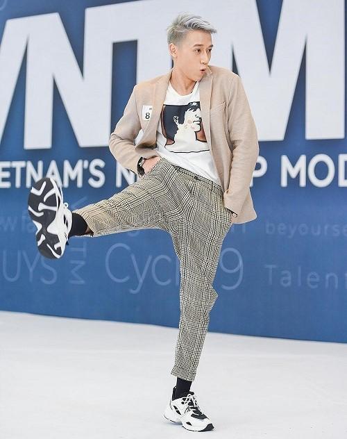Thí sinh đánh ghen, quỳ rạp trước giám khảo trong vòng phỏng vấn Vietnam's Next Top Model 2019 - Ảnh 5