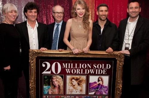 Tin tức giải trí mới nhất ngày 16/11: Hãng đĩa cũ phủ nhận, tố ngược Taylor Swift nợ hàng triệu USD - Ảnh 2