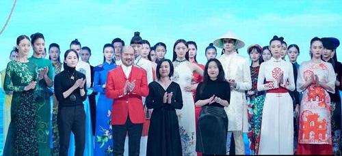 NTK Trung Quốc 'ăn cắp' áo dài Việt Nam, tuyên bố 'sáng tạo - cách tân' - Ảnh 1