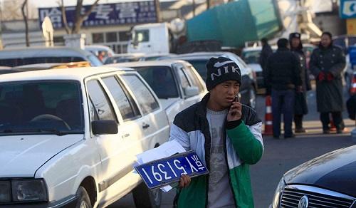 Kết hôn giả nhằm sở hữu biển số xe Bắc Kinh tại Trung Quốc - Ảnh 2