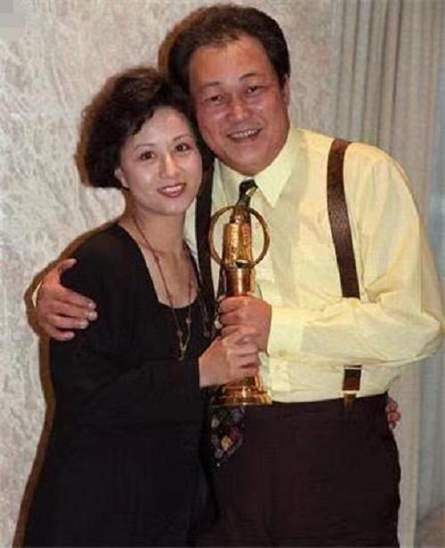 Bao Thanh Thiên Kim Siêu Quần: Chiến đấu với u não, di chúc dặn vợ không được cưới người đẹp mã - Ảnh 3.