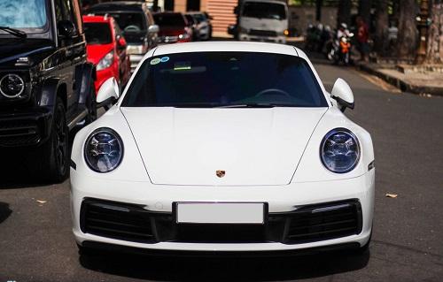 Vợ chồng Cường Đô La dạo phố bằng siêu xe Porsche 911 Carrera S giá gần 8 tỷ - Ảnh 4