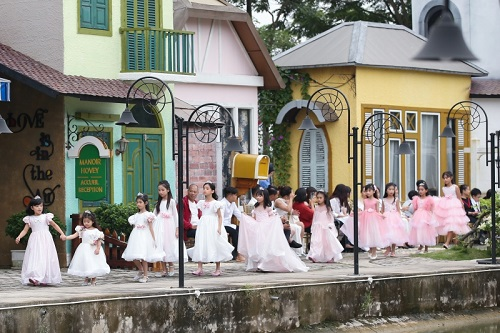Tuần lễ Thời trang Trẻ em Việt Nam: Tình mẫu tử lên ngôi - Ảnh 1