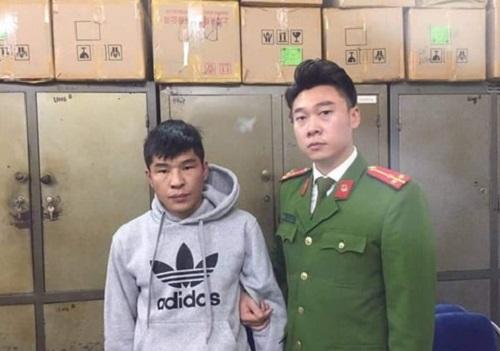 Bắt quả tang đối tượng người Mông Cổ thực hiện hàng loạt vụ móc túi giữa Hà Nội - Ảnh 1