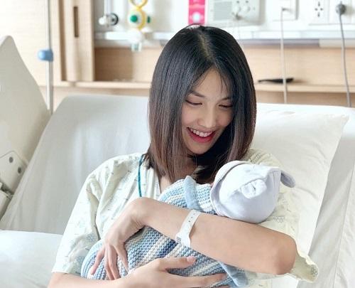 Tin tức giải trí mới nhất ngày 2/12: Phi Nhung nhận nhiều con nuôi vì thiếu tình thương từ nhỏ - Ảnh 3