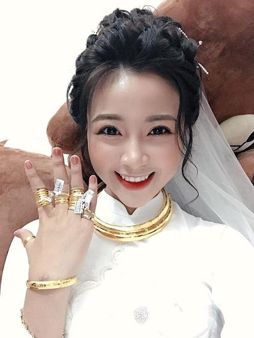 Vợ sắp cưới của Phan Văn Đức đeo kín vàng sau lễ ăn hỏi - Ảnh 2