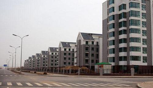 """Những dự án hiện đại bỗng biến thành """"thành phố ma"""" hoang vu lạnh lẽo ở Trung Quốc - Ảnh 1"""