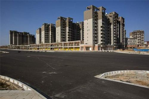 """Những dự án hiện đại bỗng biến thành """"thành phố ma"""" hoang vu lạnh lẽo ở Trung Quốc - Ảnh 4"""