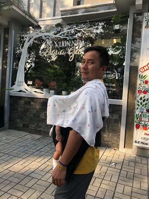 Rapper Đinh Tiến Đạt lần đầu tiên khoe cận cảnh hình ảnh con trai đầu lòng - Ảnh 1