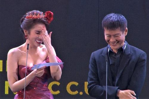 Hoa hậu Dương Yến Nhung đọc nhầm tên người nhận giải thành từ nhạy cảm trên sóng trực tiếp - Ảnh 2