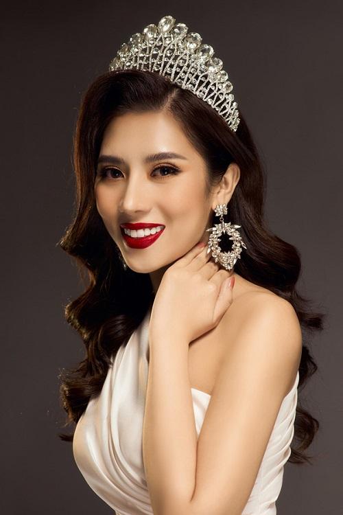 Hoa hậu Dương Yến Nhung đọc nhầm tên người nhận giải thành từ nhạy cảm trên sóng trực tiếp - Ảnh 1