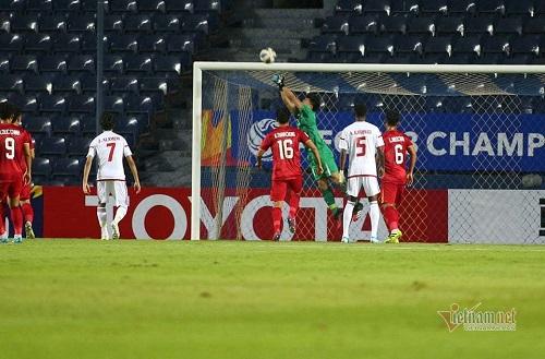Thủ môn Bùi Tiến Dũng dính chấn thương vai, khả năng ra sân trận gặp U23 Jordan bỏ ngỏ - Ảnh 1