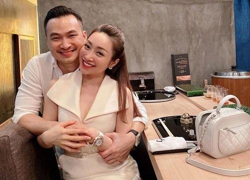 Những nam nghệ sĩ Việt hẹn hò với bạn gái kém cả chục tuổi sau ly hôn - Ảnh 3