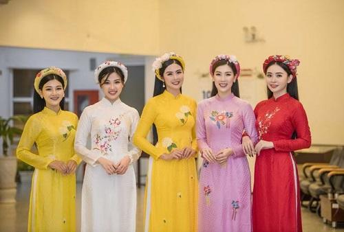 Tin tức giải trí mới nhất ngày 13/1: Hoa hậu Lương Thùy Linh vấp ngã trên thảm đỏ vì váy dài quét đất - Ảnh 1