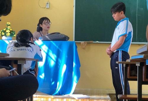 """Cô giáo dạy Văn bị học trò chụp lén khiến cư dân mạng """"điên đảo"""" - Ảnh 1"""