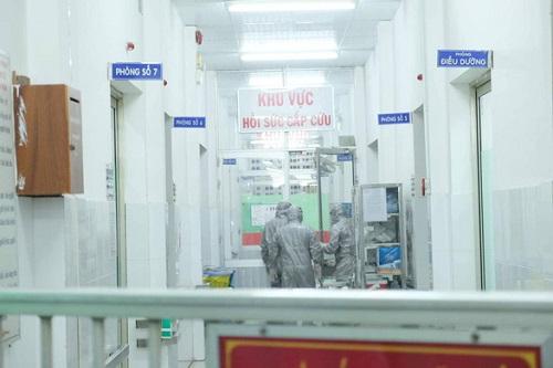 1 trong 2 ca bệnh viêm phổi cấp ở bệnh viện Chợ Rẫy đã hồi phục sức khỏe, âm tính với virus corona - Ảnh 1
