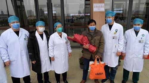 1 trong 2 ca bệnh viêm phổi cấp ở bệnh viện Chợ Rẫy đã hồi phục sức khỏe, âm tính với virus corona - Ảnh 2
