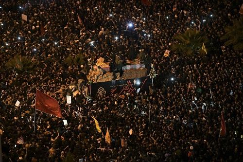Hàng triệu người Iran rơi nước mắt, xuống đường tiễn đưa tướng Soleimani - Ảnh 4