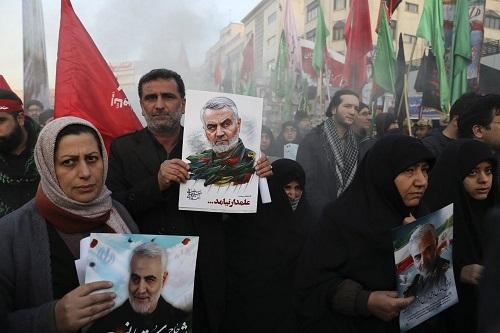 Hàng triệu người Iran rơi nước mắt, xuống đường tiễn đưa tướng Soleimani - Ảnh 1