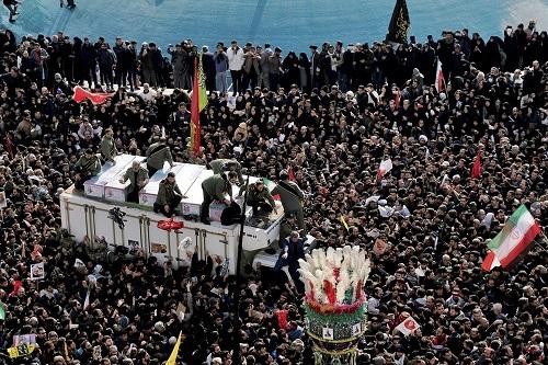 Hàng triệu người Iran rơi nước mắt, xuống đường tiễn đưa tướng Soleimani - Ảnh 3