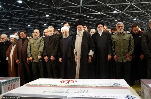 Hàng triệu người Iran rơi nước mắt, xuống đường tiễn đưa tướng Soleimani - Ảnh 6