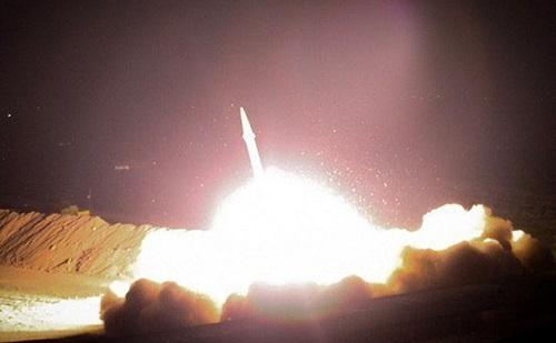 Nhà Trắng họp khẩn sau khi Iran phóng hàng chục tên lửa vào các căn cứ của Mỹ ở Iraq - Ảnh 1