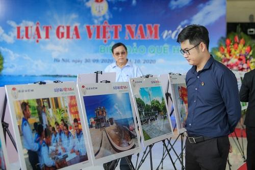 """Trưng bày ảnh """"Luật gia Việt Nam với Biển, đảo quê hương"""": Khơi gợi tình yêu, chủ quyền biển đảo - Ảnh 4"""