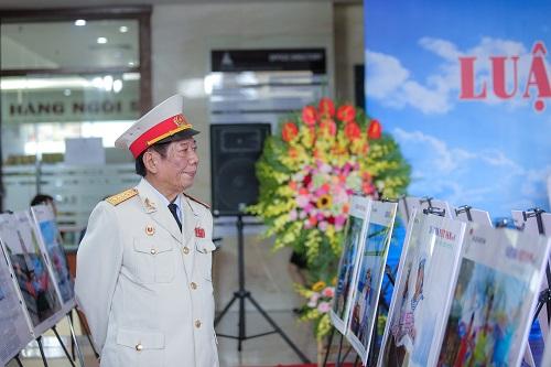 """Trưng bày ảnh """"Luật gia Việt Nam với Biển, đảo quê hương"""": Khơi gợi tình yêu, chủ quyền biển đảo - Ảnh 7"""
