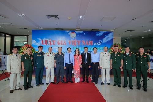 """Trưng bày ảnh """"Luật gia Việt Nam với Biển, đảo quê hương"""": Khơi gợi tình yêu, chủ quyền biển đảo - Ảnh 11"""