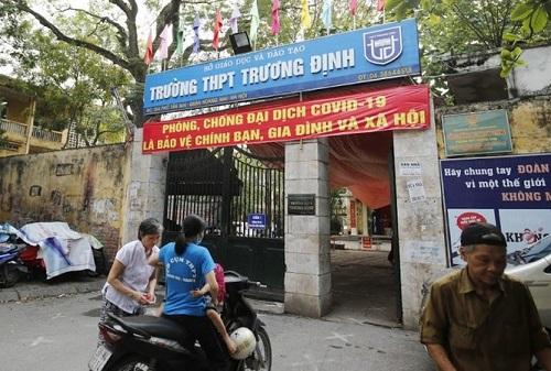 Vụ phụ huynh từ chối đóng tiền tự nguyện bị lăng mạ ở Hà Nội: Nhà trường lên tiếng, bị hại có quyền khởi kiện - Ảnh 1