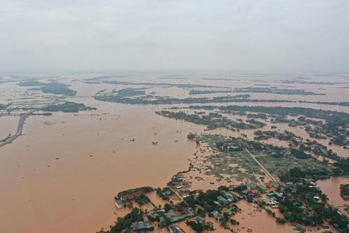 """Hình ảnh mưa lũ nghiêm trọng ở miền Trung: Phố cổ Hội An """"chìm"""" trong biển nước - Ảnh 2"""