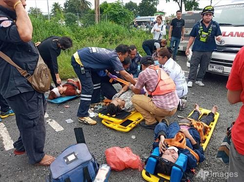 Thái Lan: Tàu hỏa đâm xe khách, ít nhất 20 người thiệt mạng - Ảnh 3