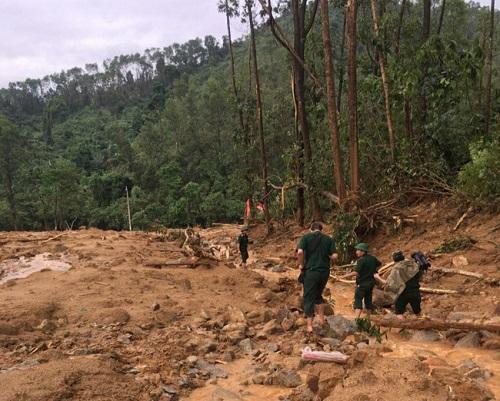 Vụ sạt lở Thủy điện Rào Trăng 3: Cận cảnh hiện trường Trạm bảo vệ rừng 67 bị vùi lấp hoàn toàn - Ảnh 1