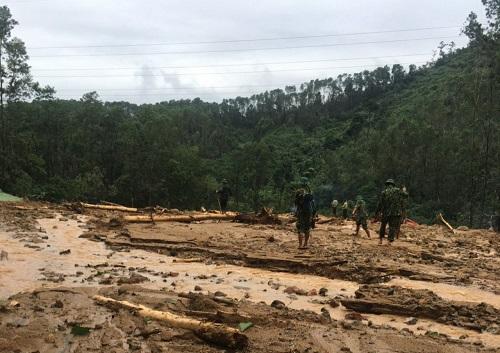 Vụ sạt lở Thủy điện Rào Trăng 3: Cận cảnh hiện trường Trạm bảo vệ rừng 67 bị vùi lấp hoàn toàn - Ảnh 2