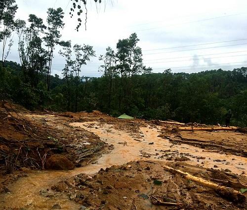 Vụ sạt lở Thủy điện Rào Trăng 3: Cận cảnh hiện trường Trạm bảo vệ rừng 67 bị vùi lấp hoàn toàn - Ảnh 3
