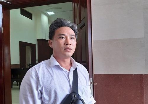 """""""Vung tay, múa phím"""" trên Facebook chuyên viên văn phòng UBND TP.HCM bị khởi tố, bắt giam - Ảnh 1"""