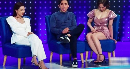 """Đỏ mặt với phong cách váy siêu ngắn khiến các người đẹp Việt """"hớ hênh"""" trước bàn dân thiên hạ - Ảnh 5"""
