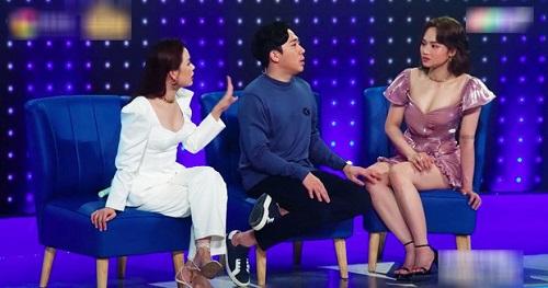 """Đỏ mặt với phong cách váy siêu ngắn khiến các người đẹp Việt """"hớ hênh"""" trước bàn dân thiên hạ - Ảnh 6"""