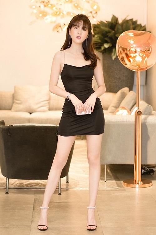 """Đỏ mặt với phong cách váy siêu ngắn khiến các người đẹp Việt """"hớ hênh"""" trước bàn dân thiên hạ - Ảnh 9"""