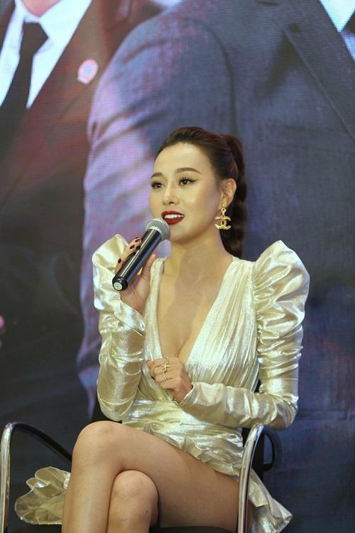"""Đỏ mặt với phong cách váy siêu ngắn khiến các người đẹp Việt """"hớ hênh"""" trước bàn dân thiên hạ - Ảnh 3"""