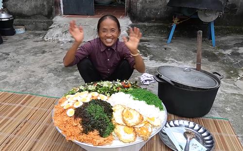 """Làm đĩa mỳ trộn Hàn Quốc """"siêu to khổng lồ"""", bà Tân Vlog lại gây tranh cãi bởi chi tiết đáng ngờ - Ảnh 3"""