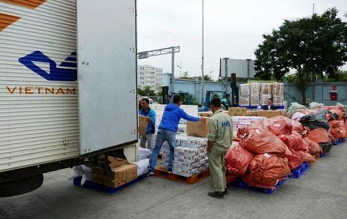 Ngành Đường sắt công bố đường dây nóng vận chuyển miễn phí hàng cứu trợ miền Trung - Ảnh 2