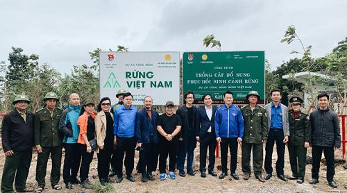 Hà Anh Tuấn phủ xanh đồi trọc với gần 2.000 cây rừng để hỗ trợ chống lũ - Ảnh 1